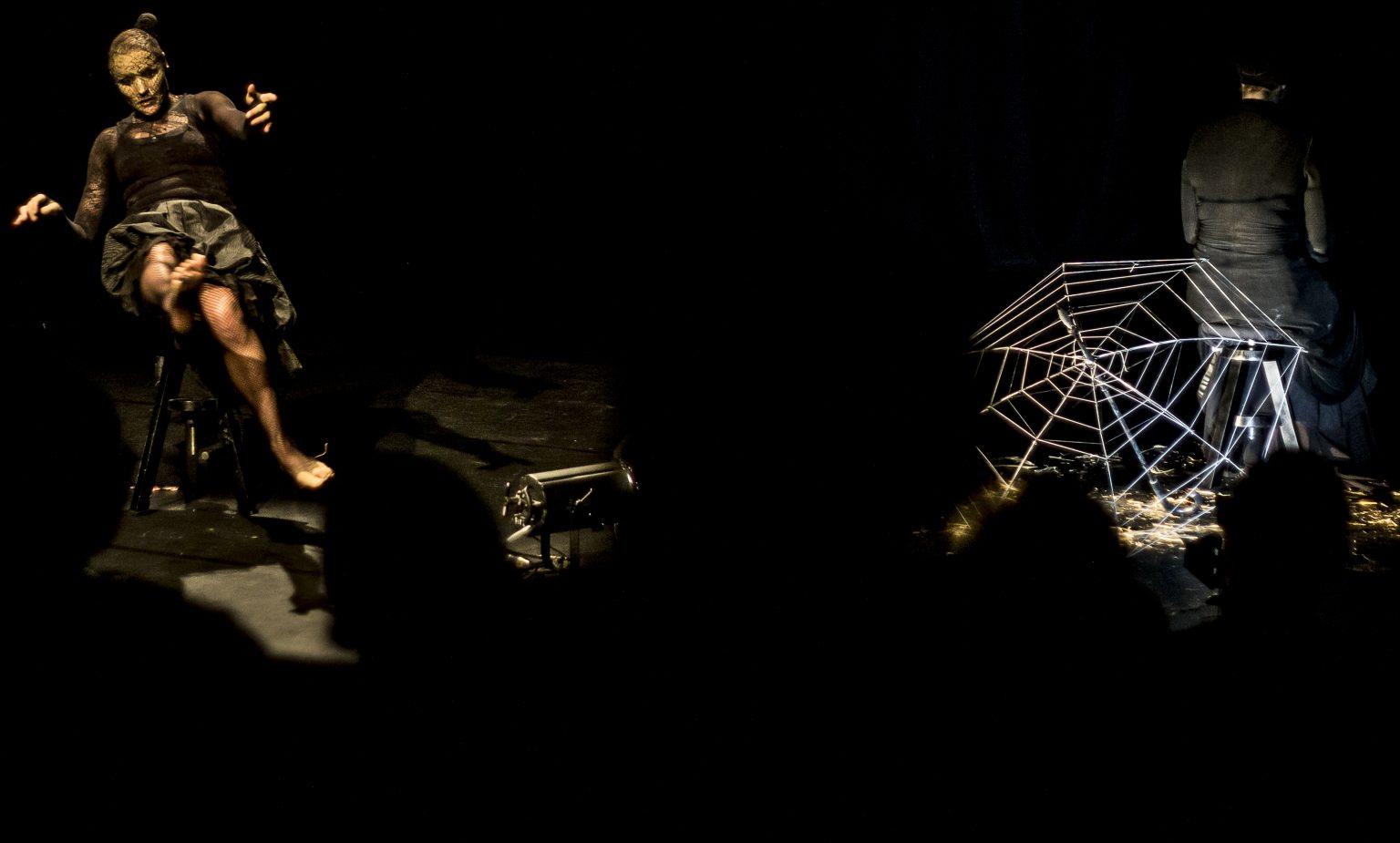 Szenenfoto: Spinnlein Spinnlein an der Wand